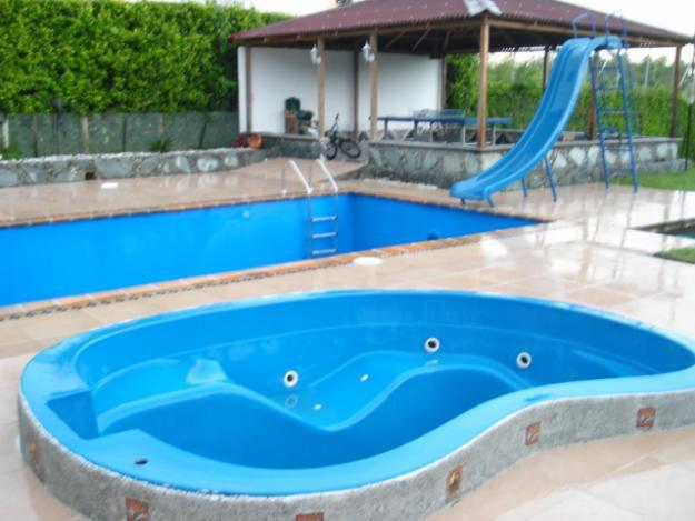 Piscinas prefabricadas en poliester piscinas poliester for Piscinas de poliester economicas