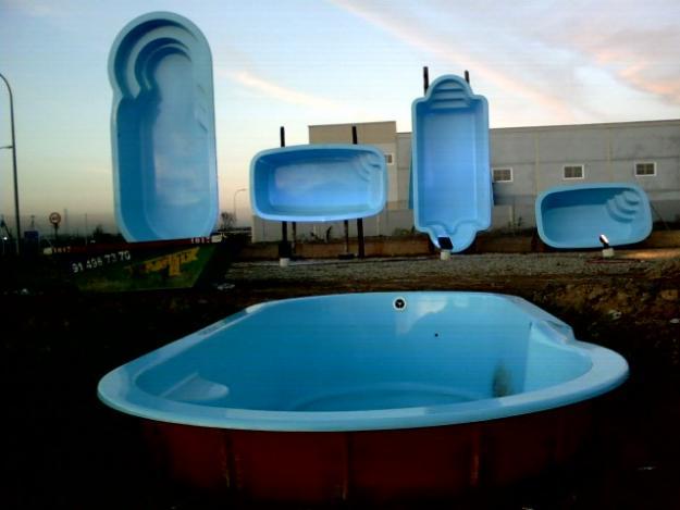 Piscinas prefabricadas en poliester aprov chate de las for Oferta piscinas bricomart