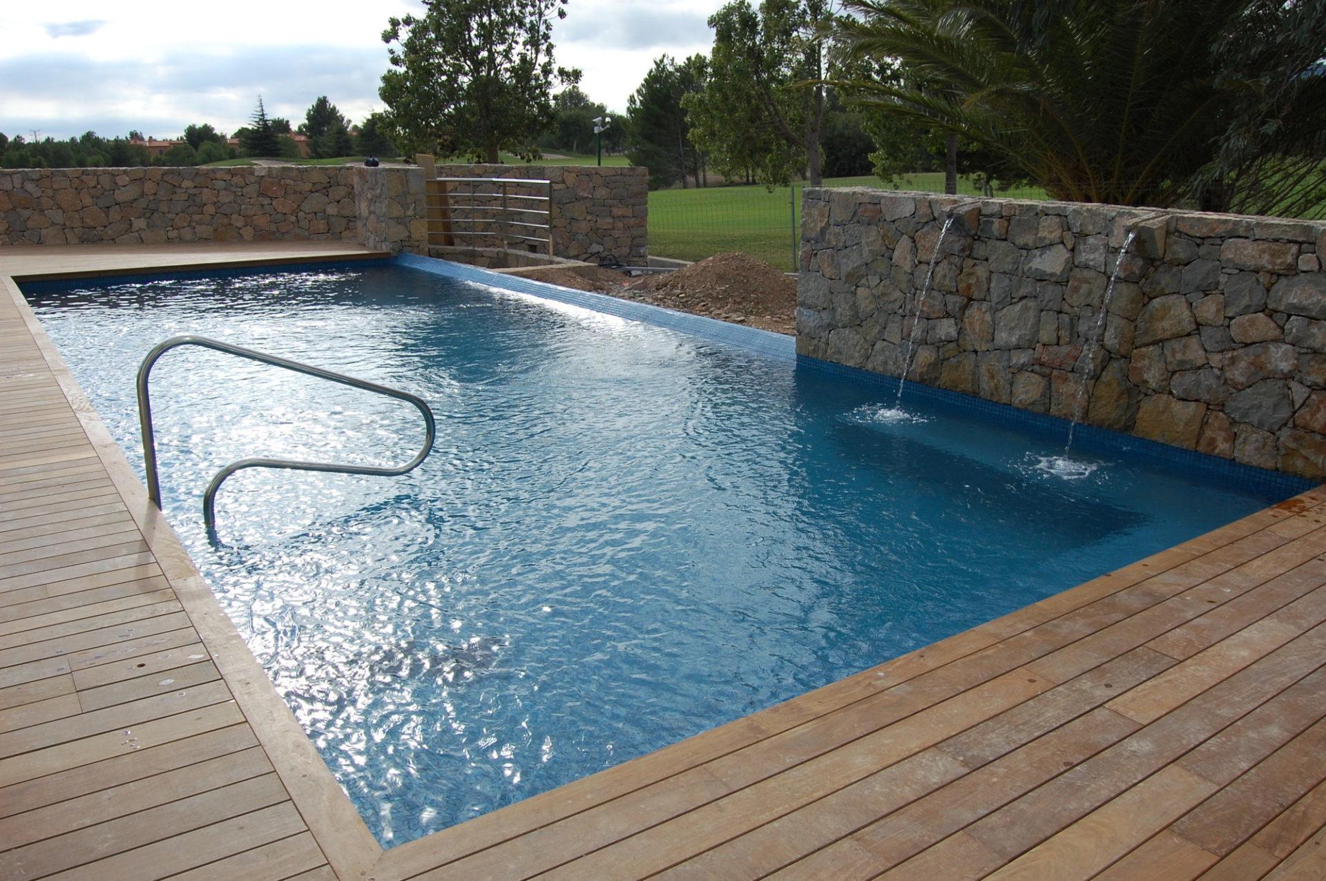 Piscinas prefabricadas en poliester piscinas prefabricadas rapidez y calidad asegurada - Piscinas rusticas ...