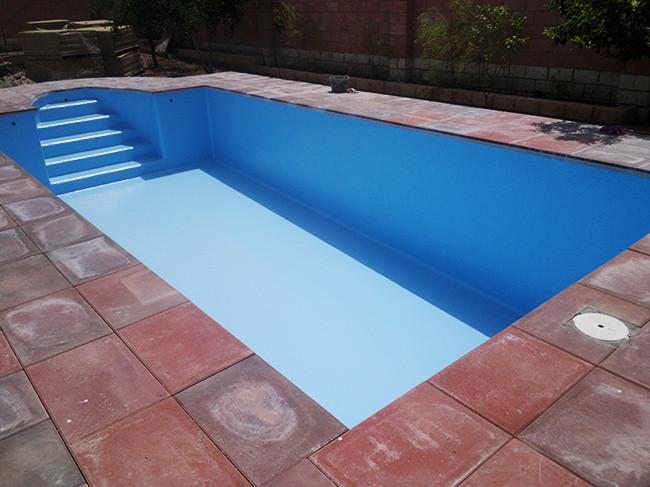 Piscinas prefabricadas en poliester cu nto cuesta una for Instalar piscina precios