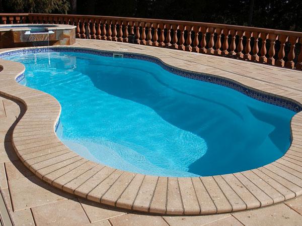 Piscinas prefabricadas en poliester precio piscina peque a for Piscinas para espacios reducidos
