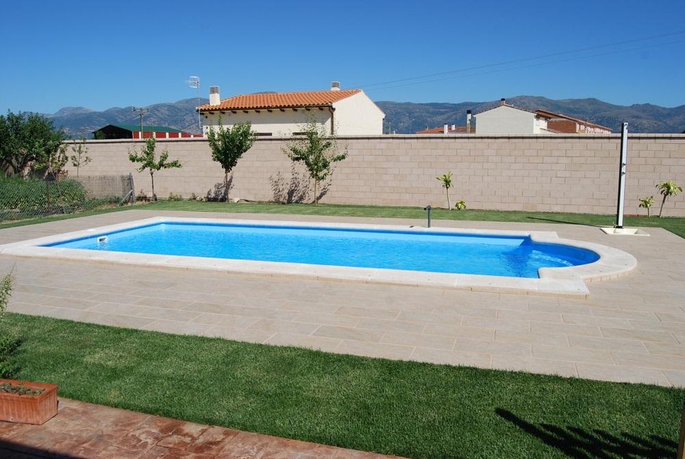 Precio piscina poliester instalada finest stunning for Piscinas instaladas precios