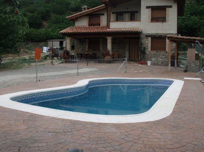 Piscinas prefabricadas en poliester piscinas poliester for Se hacen piscinas
